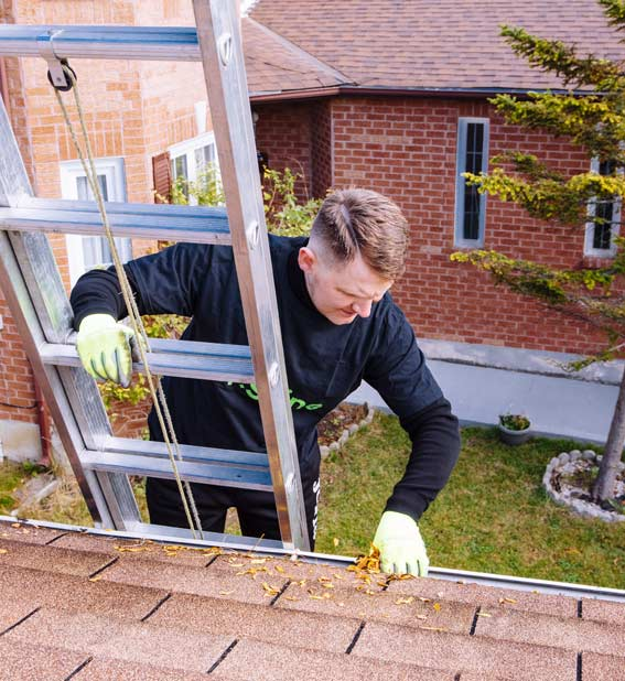 Eavestrough cleaning Mississauga