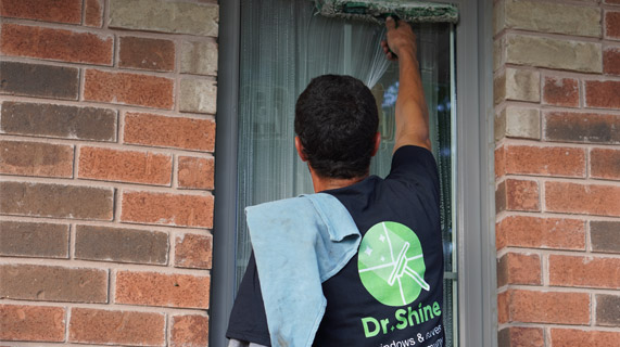 Window cleaning companies in Thornhill