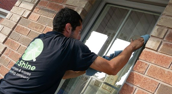 Window cleaning service in Mississauga